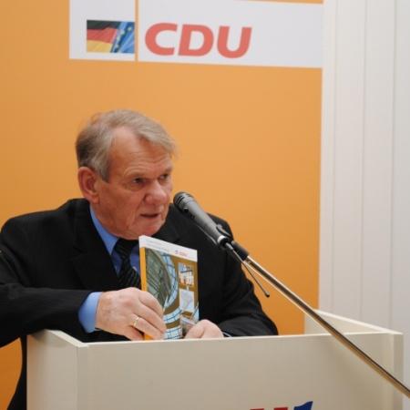 """Verfasste als Zeitzeuge die Festschrift """"65 Jahre CDU im Kreis Schleswig-Flensburg: Dr. Armin Schütz"""